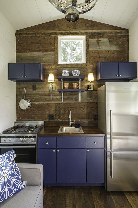 Cuisine avec meubles bleus