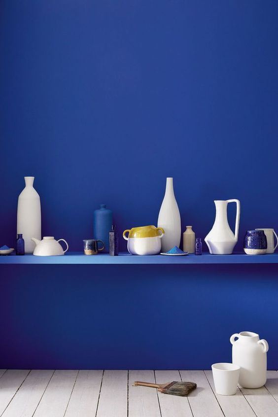Mûr bleu Indigo avec ustensiles de cuisine