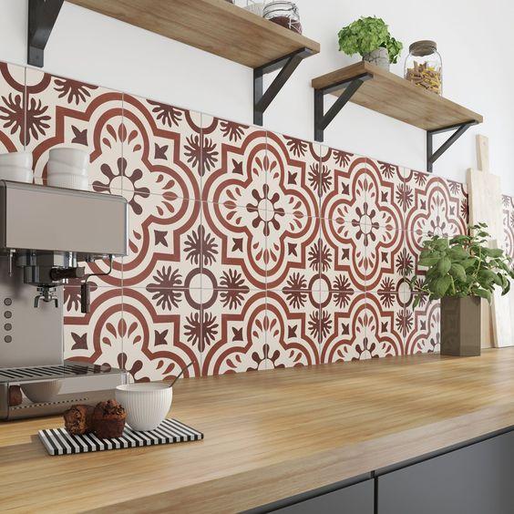 Crédence de cuisine carreaux de ciment rouges style rustique