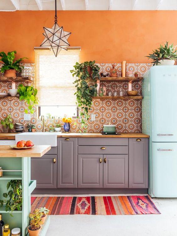 Cuisine colorées a crédence carreaux de ciment