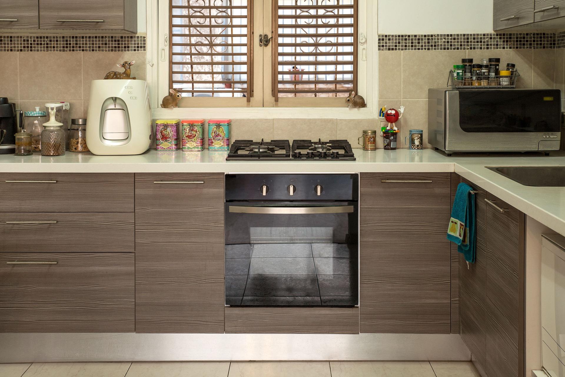 plaque cuisson gaz avec crédence de cuisine compatible
