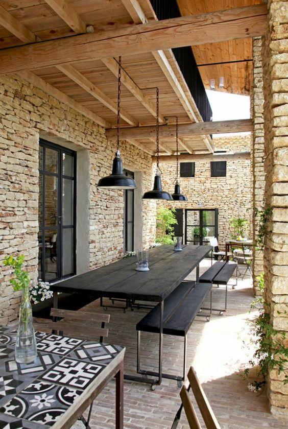 Terrasse avec meubles industriels