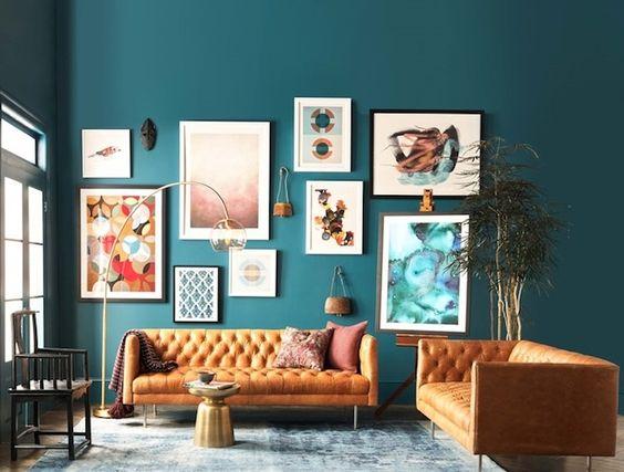 Salon ultra-coloré bleu roi et orange